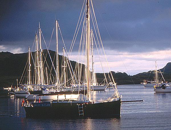Puilladobhrain anchorage, mid-summer weekend!